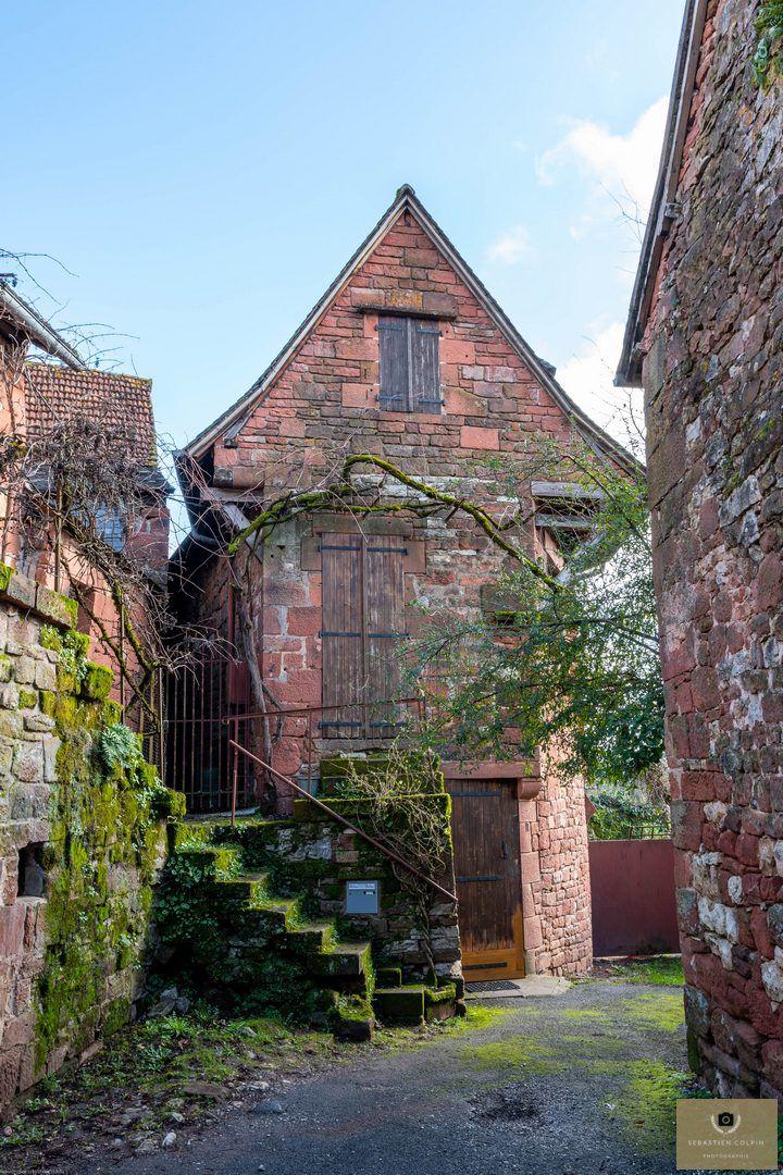 Collonges la Rouge en Corrèze, la cité aux 25 tours
