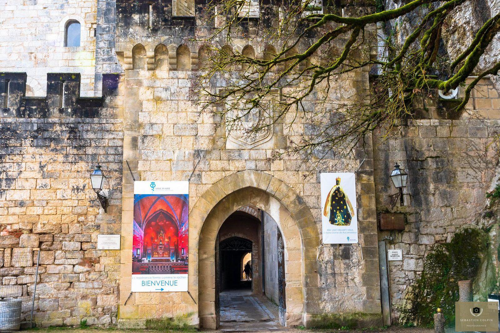 Belle visite de la cité médiévale de Rocamadour, de son chemin de croix et du sanctuaire religieux catholique.
