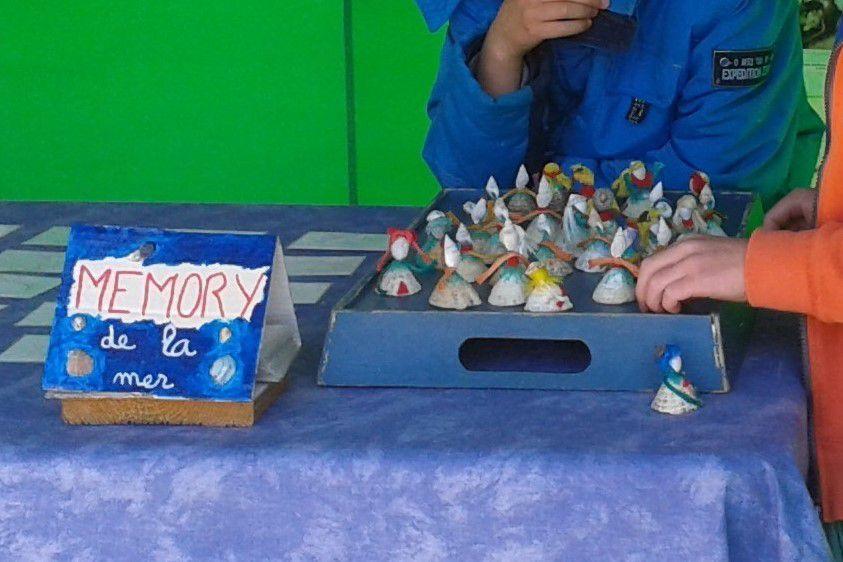 - Le Mémory coquillages succédant au Mémory cartes : les cartes sont remplacées par des figurines faîtes en récup' de plage.