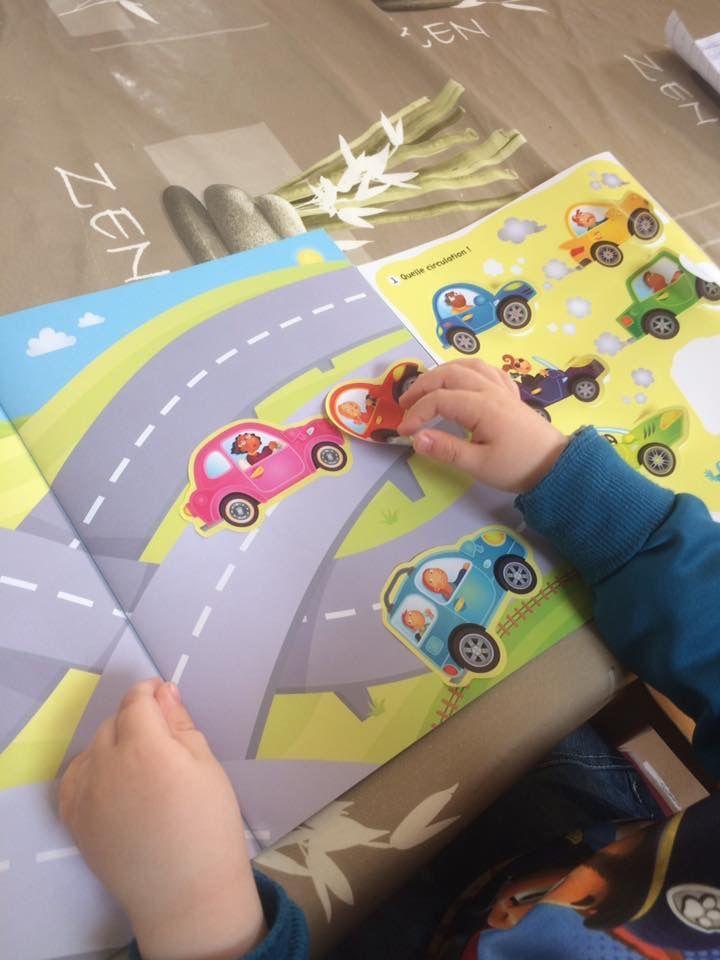 Complète la scène Livre d'autocollants Les voitures Editions Usborne
