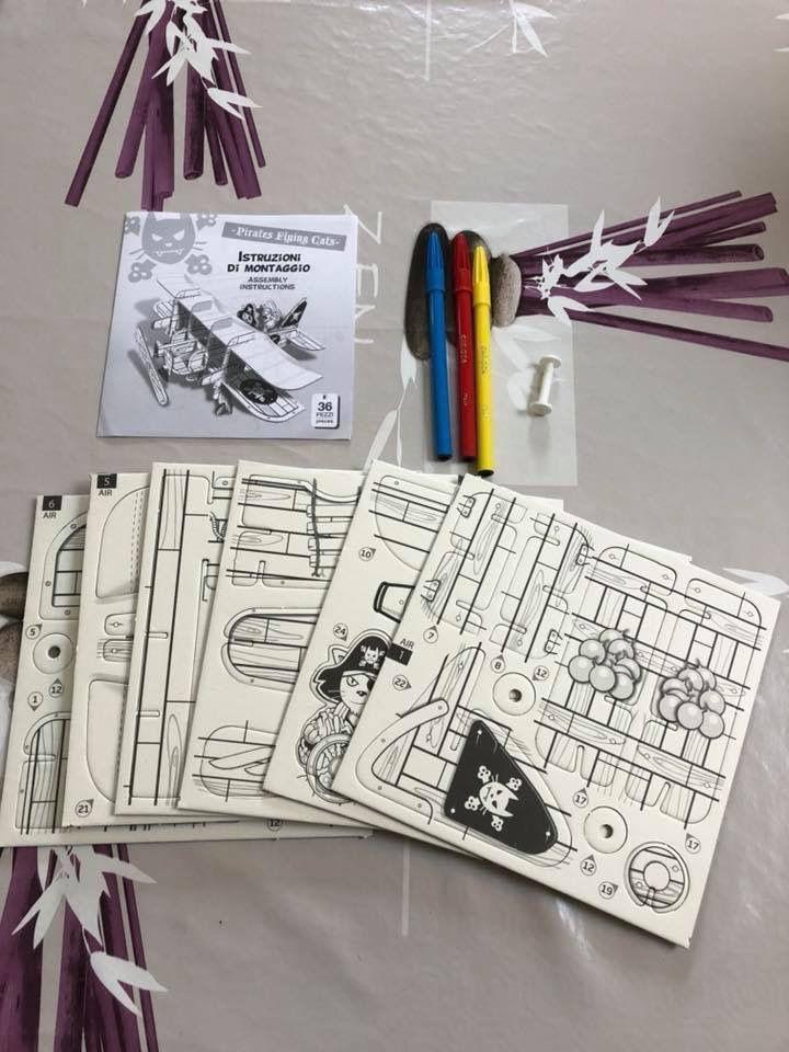 Avion de pirates en carton à monter et colorier