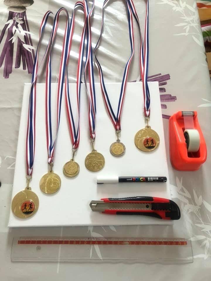 Toile de piste d'athlétisme pour les médailles des loulous