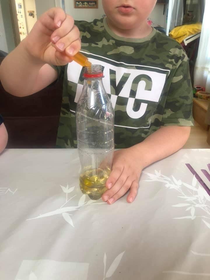 Gonfler des ballons avec du bicarbonate et du vinaigre d'alcool