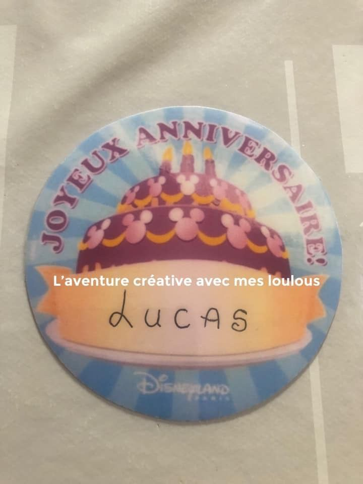 Badge anniversaire Disney maison