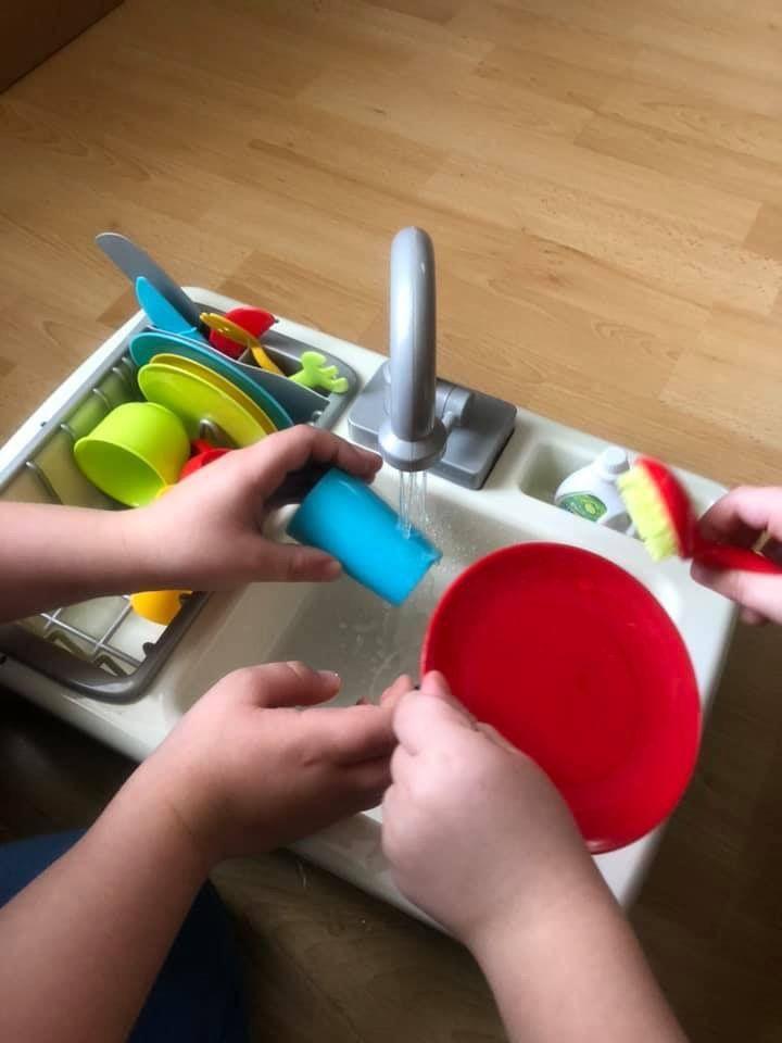 Évier à vaisselle réel Action