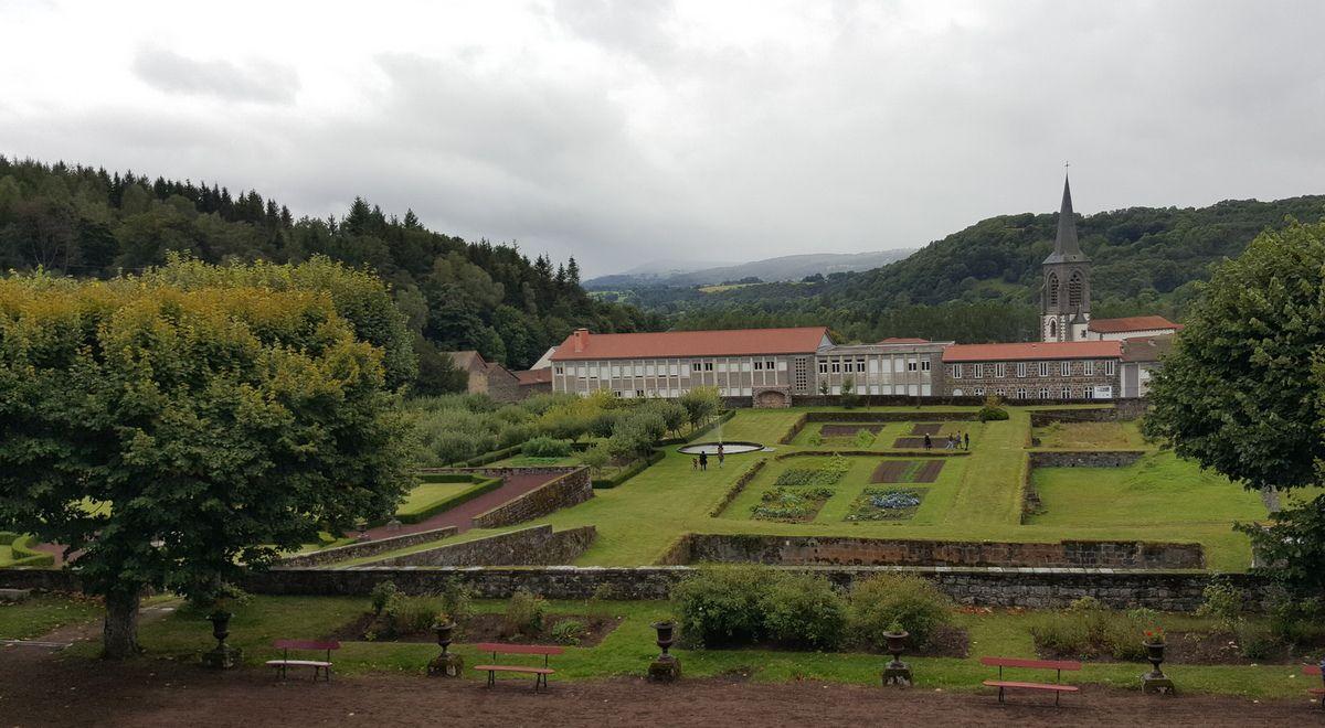 Château Dauphin à Pontgibaud (63)