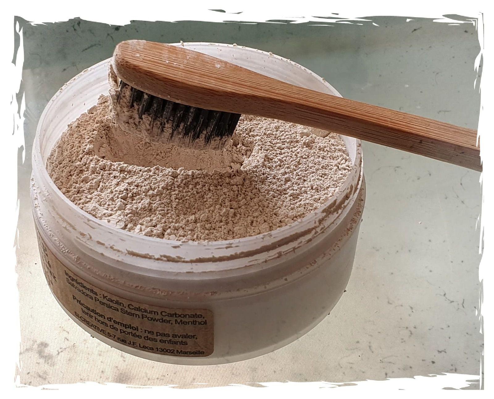 Un savon liquide pour les mains et le dentifrice en poudre COMME AVANT