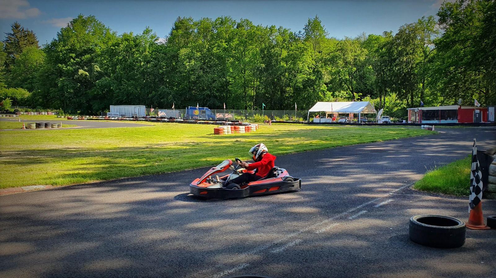 Oh là, éviter les dérapages sur le circuit de Kart Sensations !!!