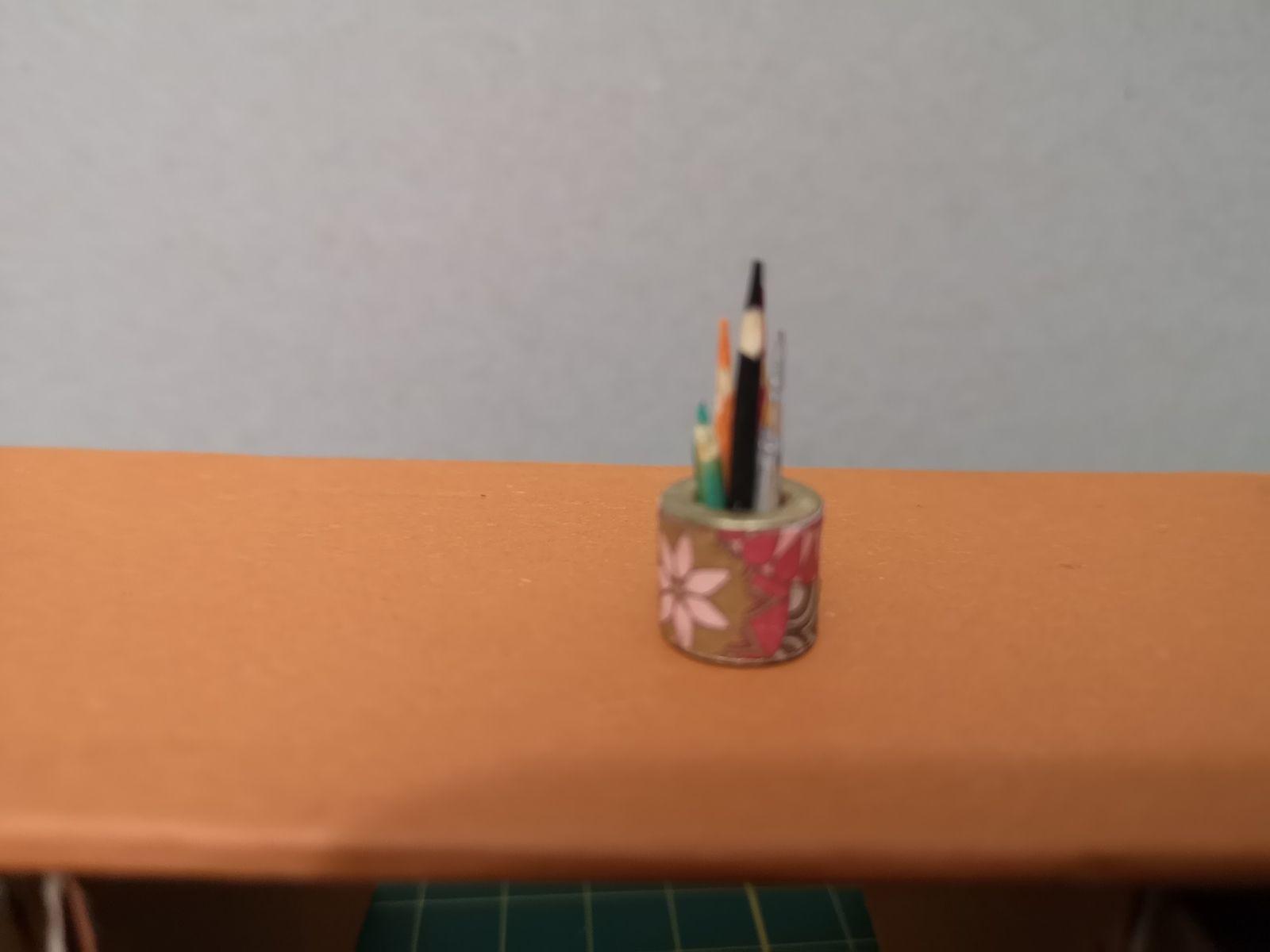 Barbie desirait un  bureau et des crayons....
