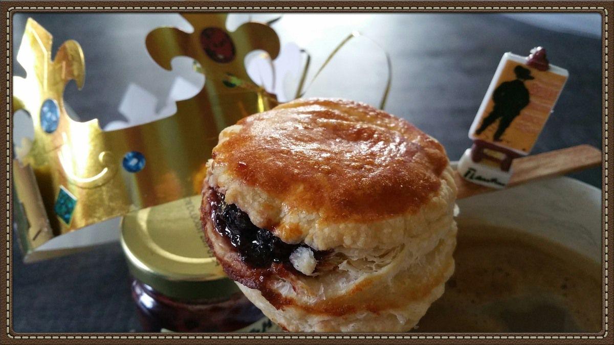 Variante : Bouchées galette royale frangipane et confit de cerises noires du Pays Basque