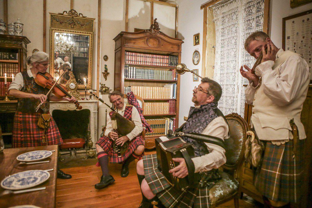 Retrouvailles en musique dans la maison du Grand Chevalier Robert Mackinnon en Berry