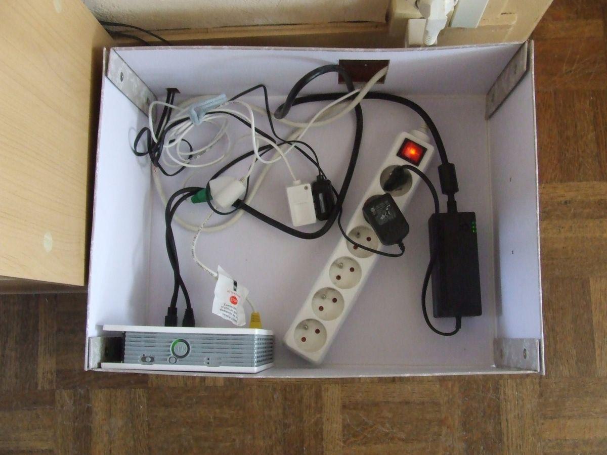 Comment Cacher Ses Cables idée déco : cacher la box internet et les câbles - les