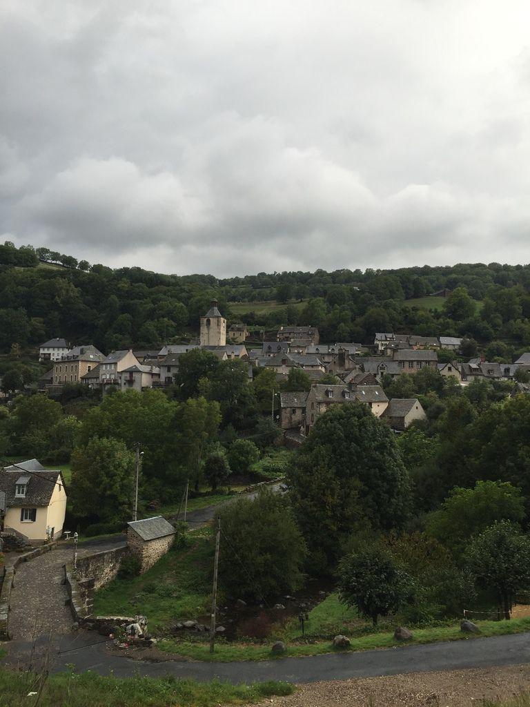 """Dernier """"Au revoir"""" à Saint chely  d'Aubrac sous les nuages"""
