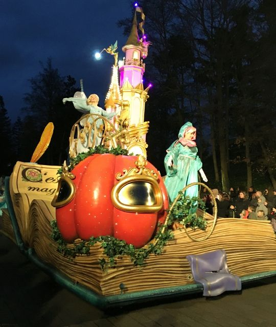 Parade Noel by night début 2016