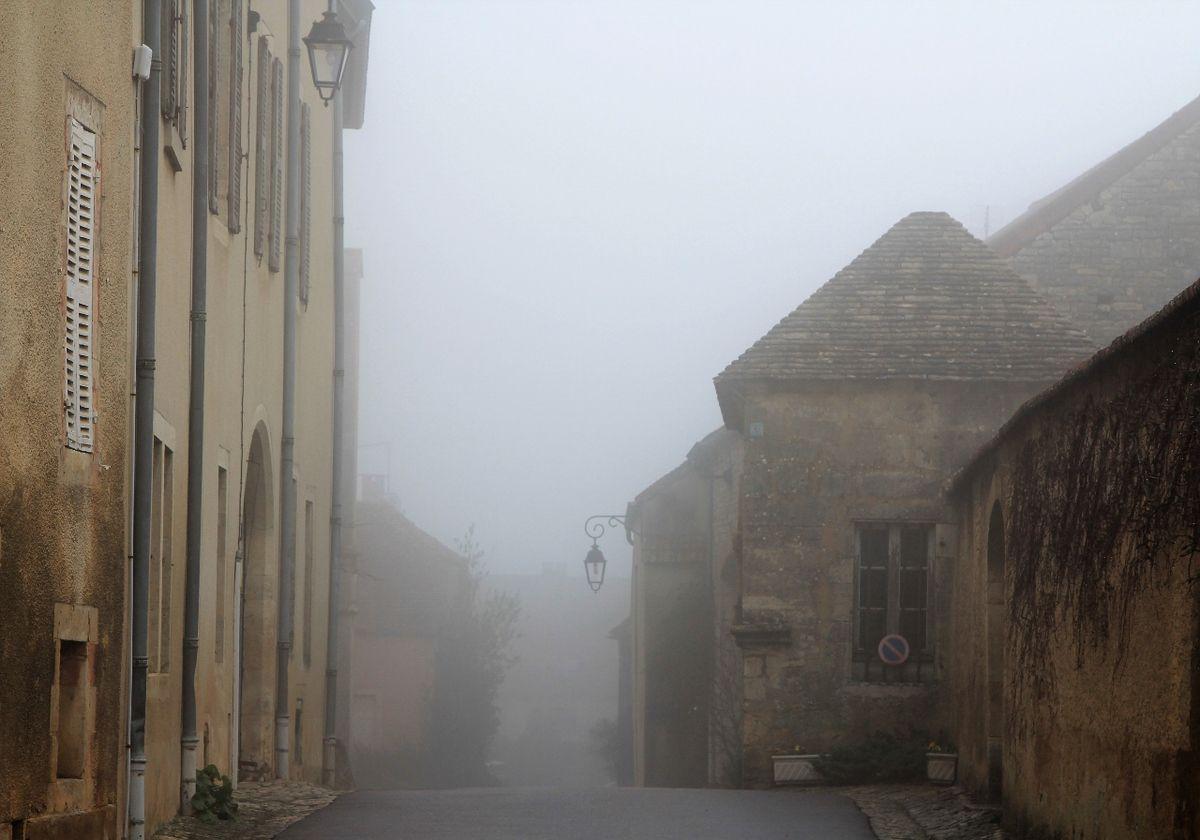 Flavigny sur Oserain dans la brume