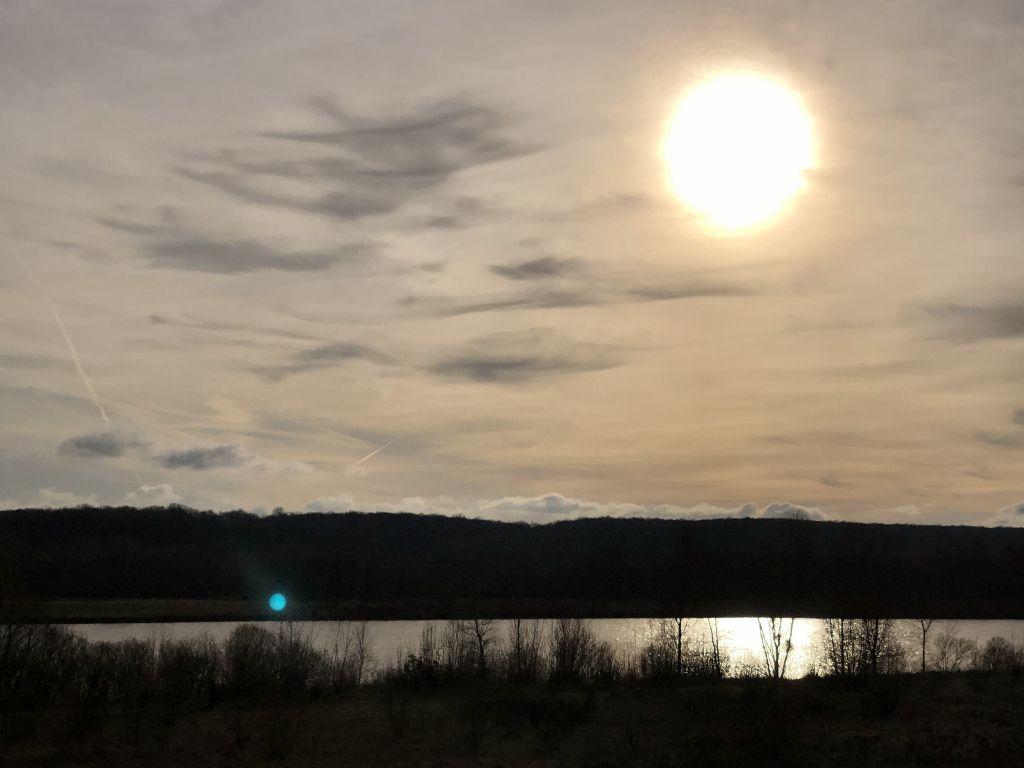 Soleil se couche sur la Loire