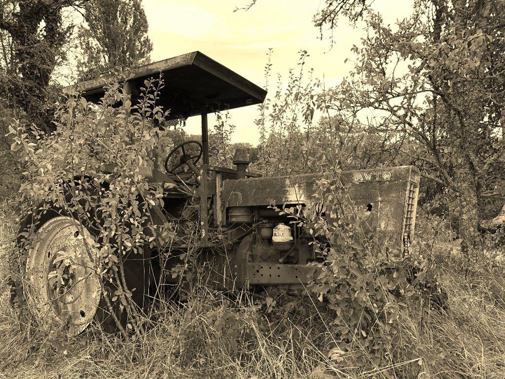 Vieux tracteur corrèzien