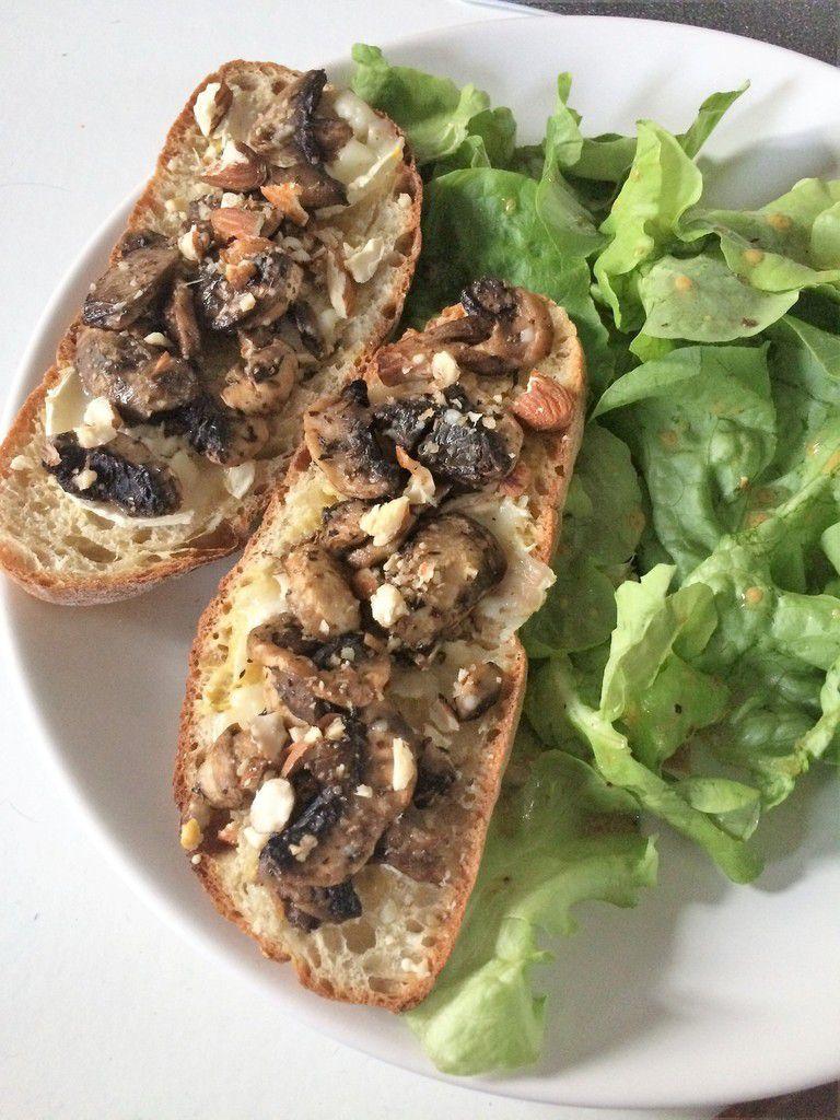 Bruschettas aux champignons frais, chèvre et noisettes