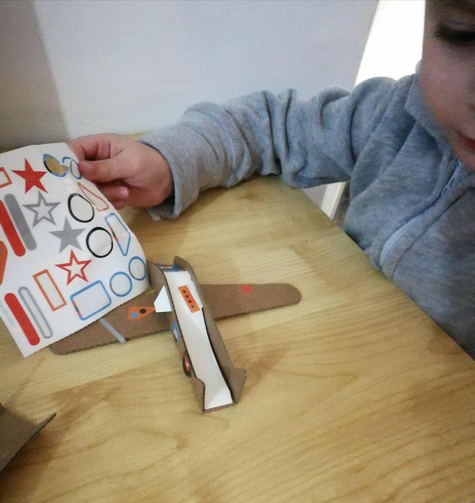Des avions à réaction ... en carton !