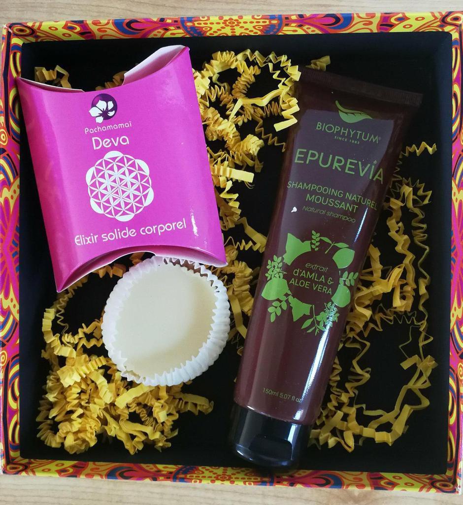 Elixir solide corporel Deva par Pachamamai  et Shampooing naturel moussant par Biophytum