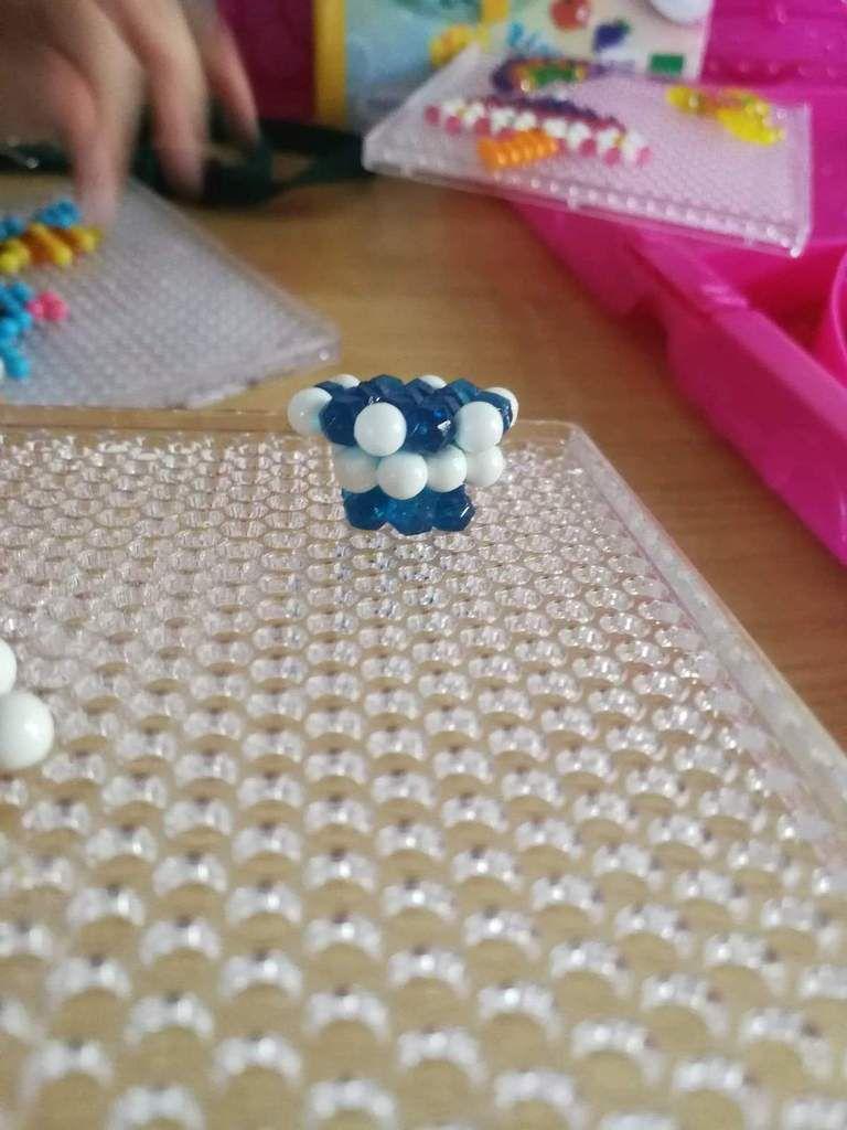 Assemblage 3D Aquabeads.