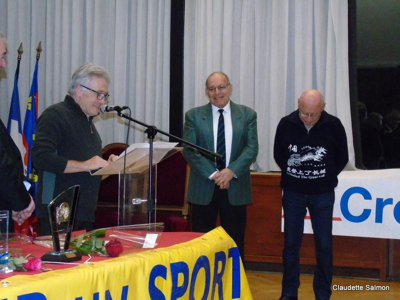 Jean-Pierre et Robert Pelletier pendant l'allocution d'Henri