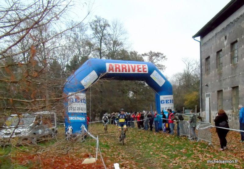 Arrivée d'Antony Chamerat-Dumont (VC Brignais) - Vainqueur catégorie Séniors & Vétérans