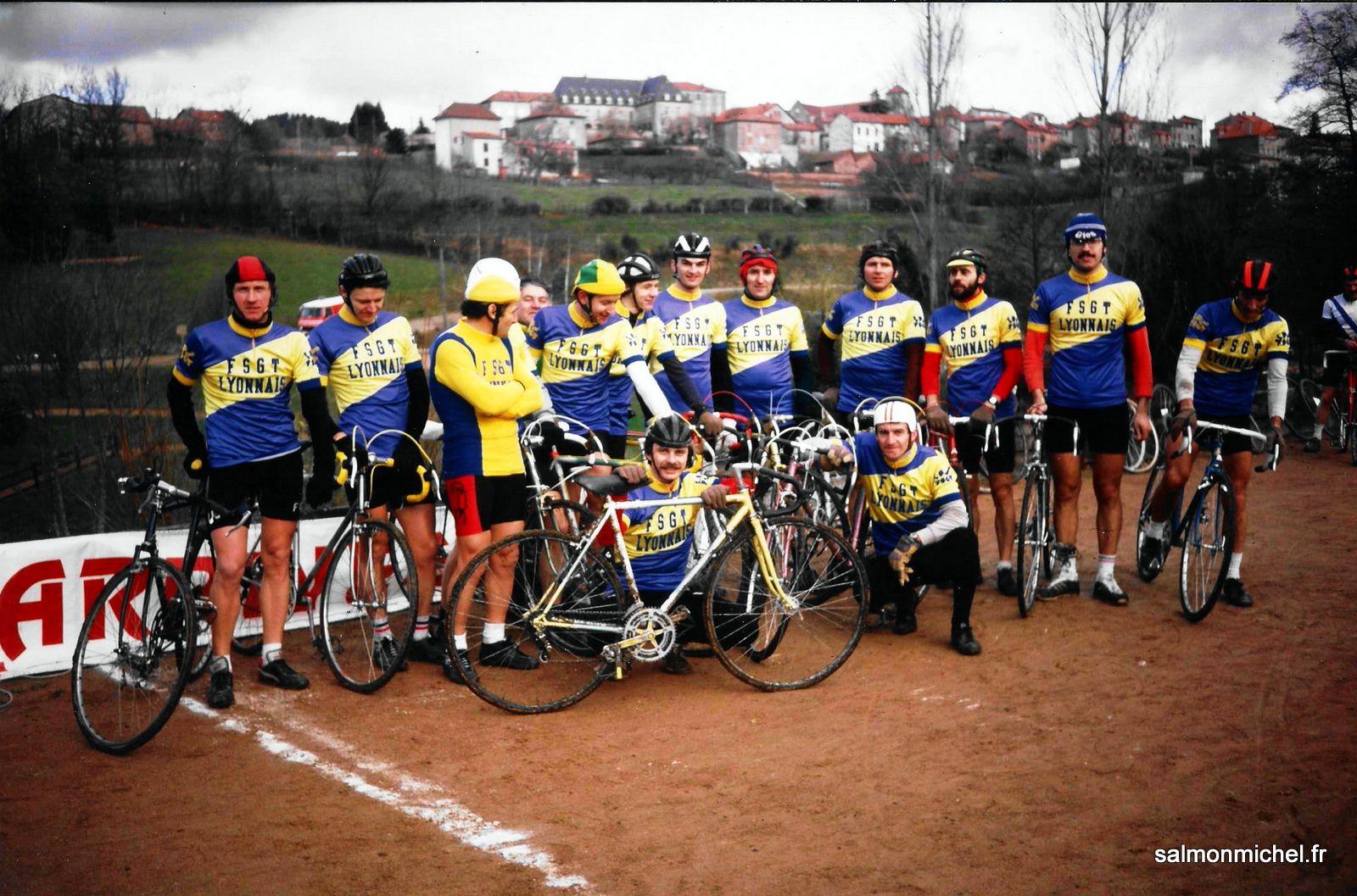 Equipe de Lyonnais au Championnat du Sud-Est à Belmont-de-la-Loire