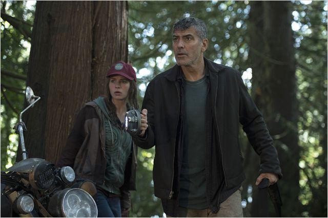Casey Newton (Britt Robertson) et Frank Walker (George Clooney)
