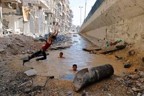 """Voi ci la vérité et Ca c'est la deuxième ville de la Syrie: Alep. Aujourd'hui désert. Maintenant voici la réalité sur ISRAEL : Alep, qui en parle? Les images suffisent.  Lorsqu'on pense que le monde """"hurle"""" dés qu'Israel détruit la maison d'un terroriste ! Ca c'est la haine contre ISRAEL"""