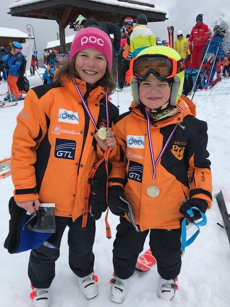 Belle course du team praz avec la première place d'Emma et la deuxième de Cody
