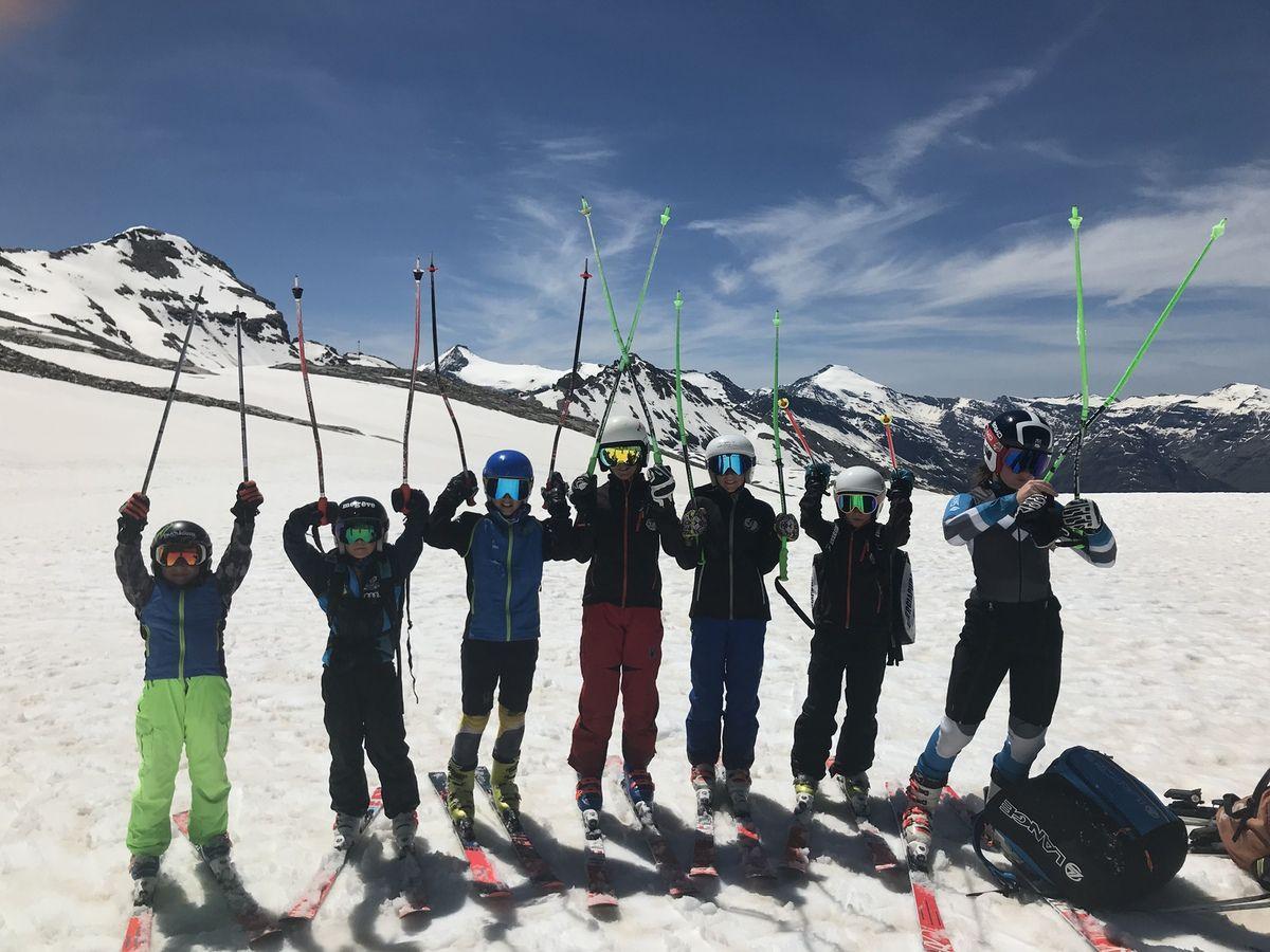 Nous avons pu skier à Tignes le 1er jour et à Val le 2e. Super conditions ! Très bon regel de la neige. Les jeunes ont bien skié. Continuez comme ça !