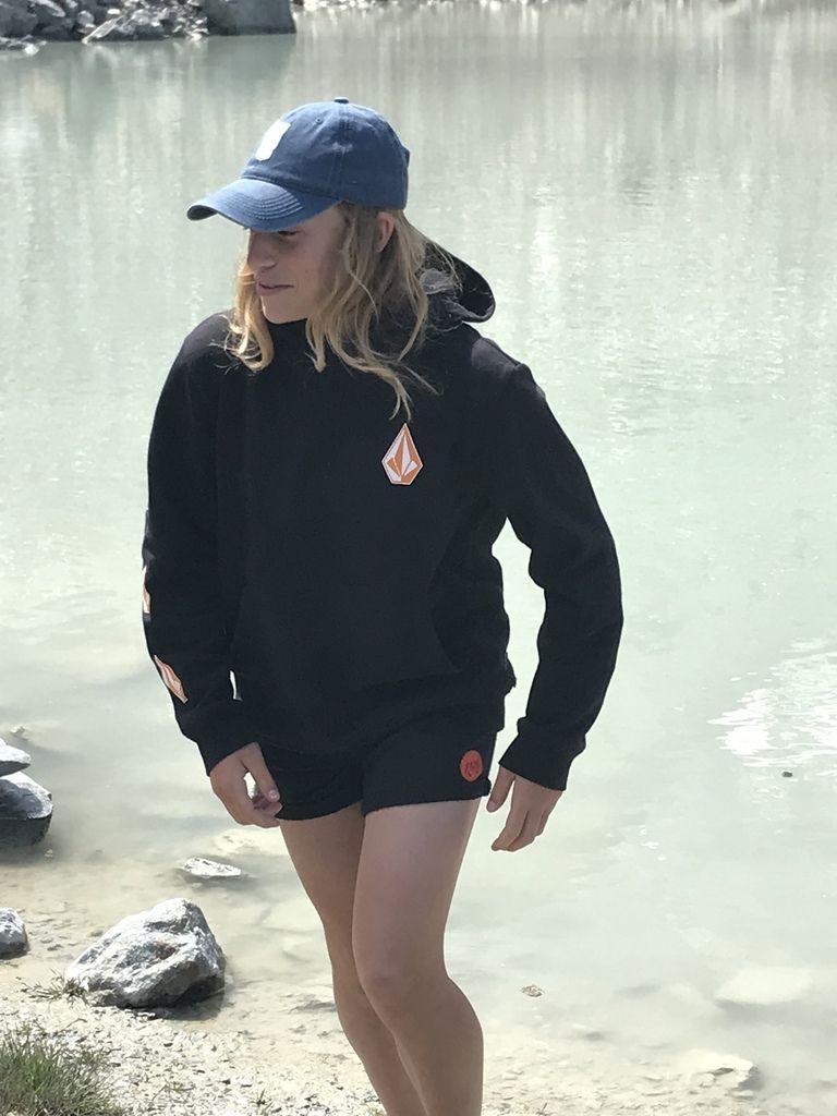 Un peu frisquet le matin mais un bon casse croûte près du lac au pied du glacier de Bionnassay. Les plus jeunes ont assurés! Et les grands ont bien coachés!