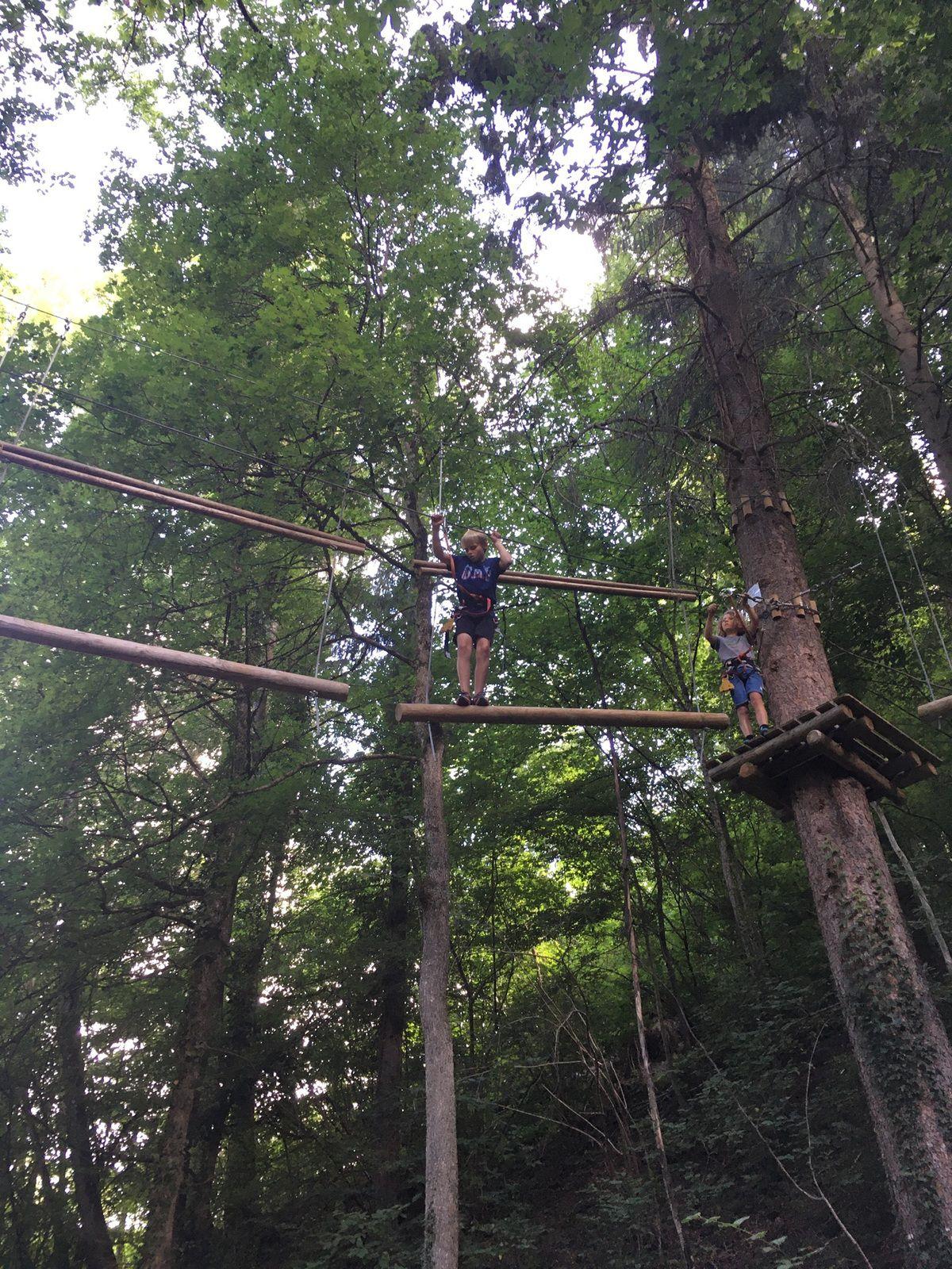 Pont de singe, tyrolienne, équilibres, toiles d'araignées, etc... de bonnes sensations et quelques frayeurs!