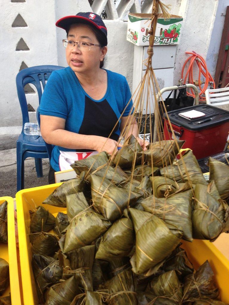 2 ème ville de MALAISIE , nos co-locataires de la Guesthouse, une famille malaysienne, le rayon RIZ (sacs 25 kg) au supermarché.
