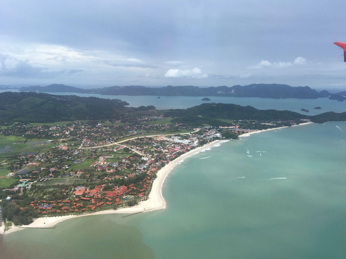 Survol les îles Langkawi puis arrivée à KUALA LUMPUR