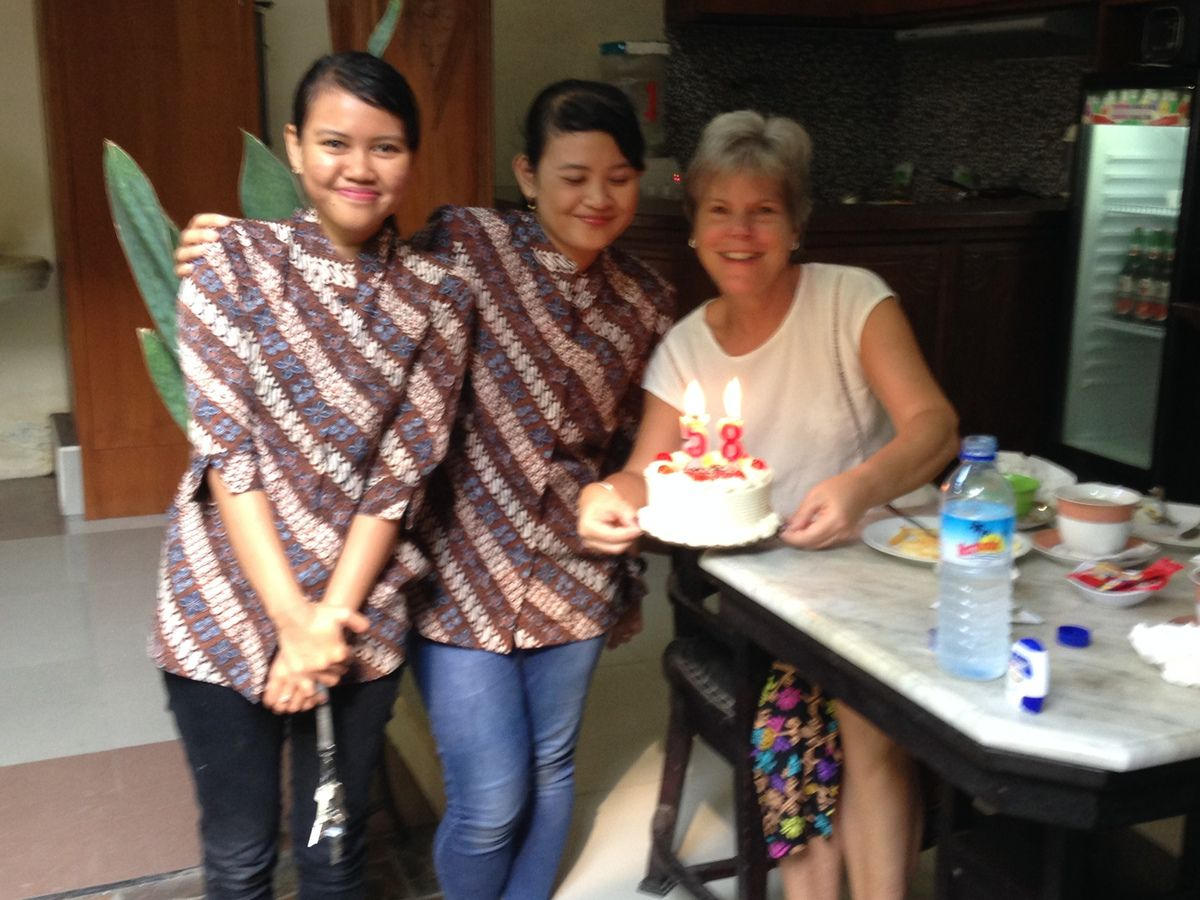 In YOGYAKARTA  at GRIYA YUNIKA , surprise for my birthday at the breakfast ! 🎂 🍰 a big cake with candles and my name 💖