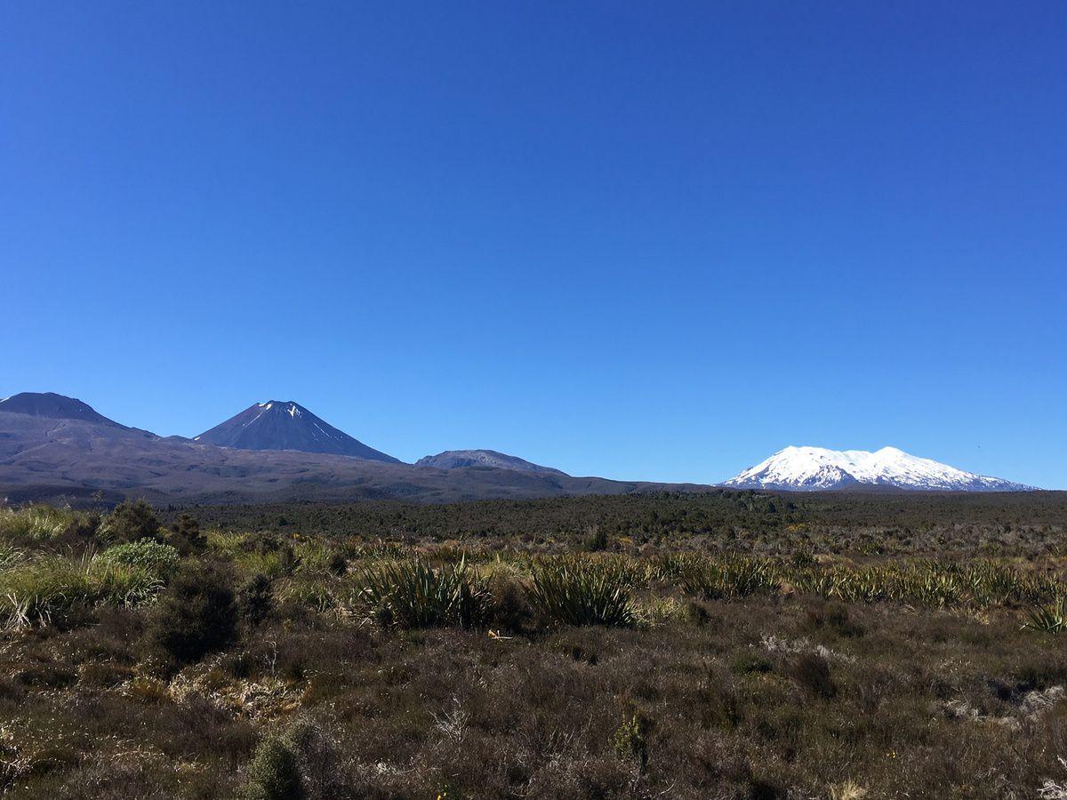 Station de ski WHAKAPAPA, en pleine zone volcanique dont certains sont actifs. Un temps de rêve, un ciel bleu azur mais la saison est finie, l'été arrive!