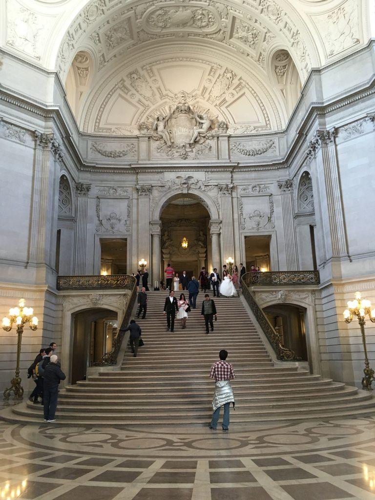 L'intérieur de l'Hôtel de Ville et son dôme, l'ancien coffre-fort pour garder l'argent et quelques mariages.