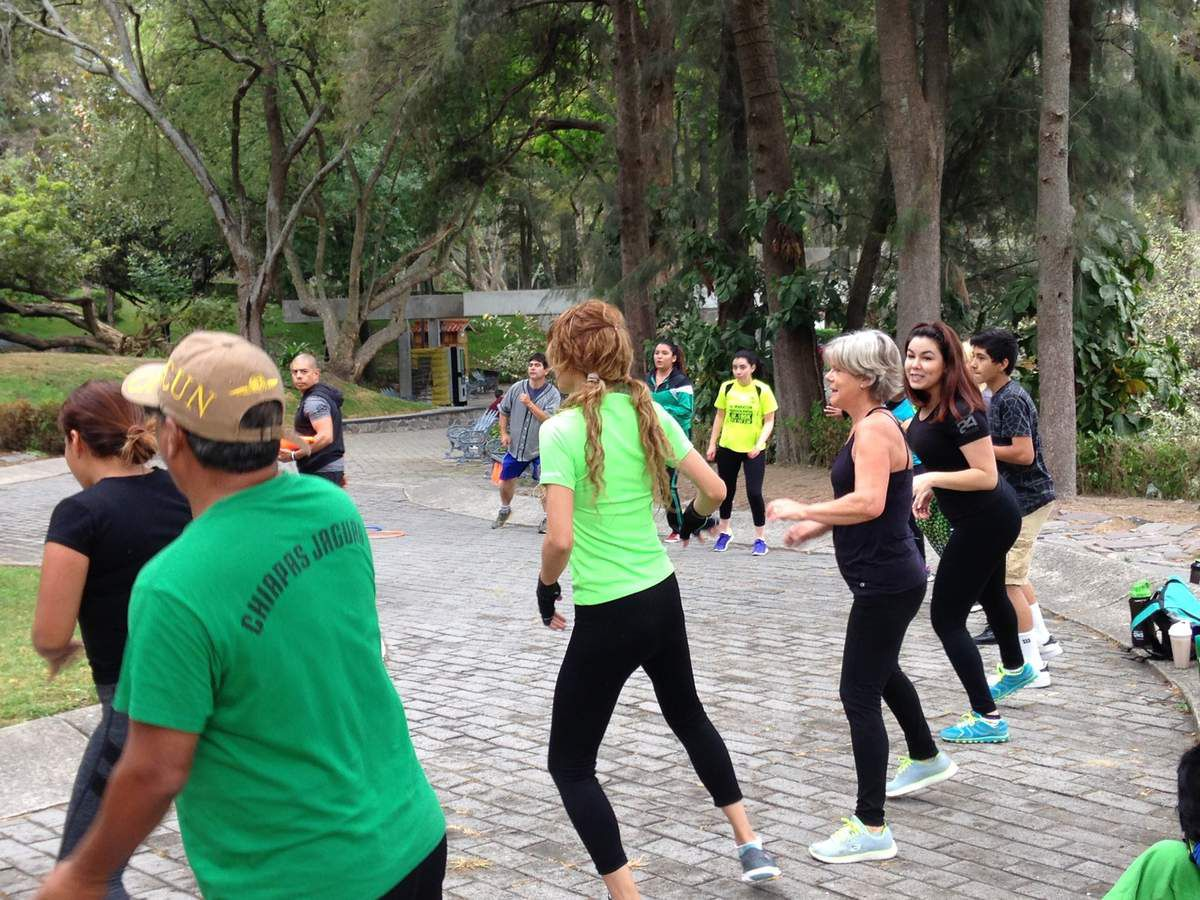 SPORT EN MUSIQUE dimanche matin dans le parc BOSQUE LOS CALAMOS  avec une trentaine de particiapants