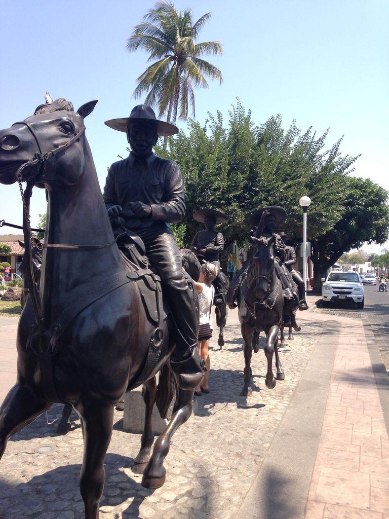 statues en bronze à PUERTO VALLARTA et COLIMA