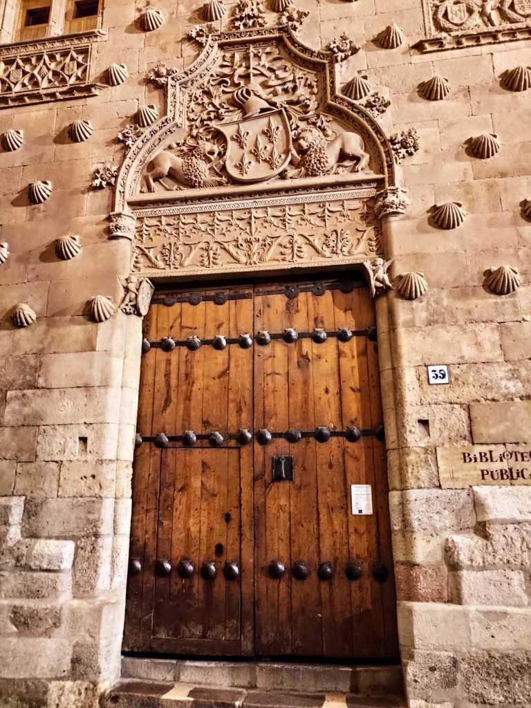 LA PLAZA MAYOR de SALAMANCA (18è siècle) est l'une des plus grandes places d'Espagne