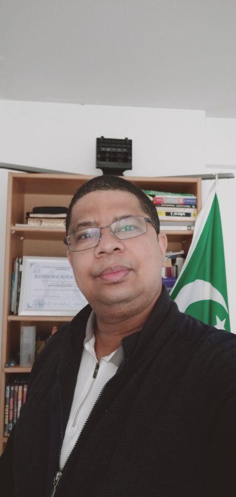 """M. Darchari MIKIDACHE, président du think tank """"Cercle des Économistes et des Experts Comoriens (CEEC) et président de l'ONG USHABABI WA MESO INTERNATIONAL (Jeunesse & Avenir)"""
