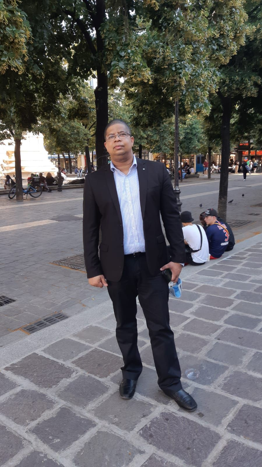 """M. Darchari MIKIDACHE, président du think tank """" Cercle des Économistes et des Experts Comoriens (CEEC) et président de l'ONG USHABABI WA MESO INTERNATIONAL (Jeunesse & Avenir)"""