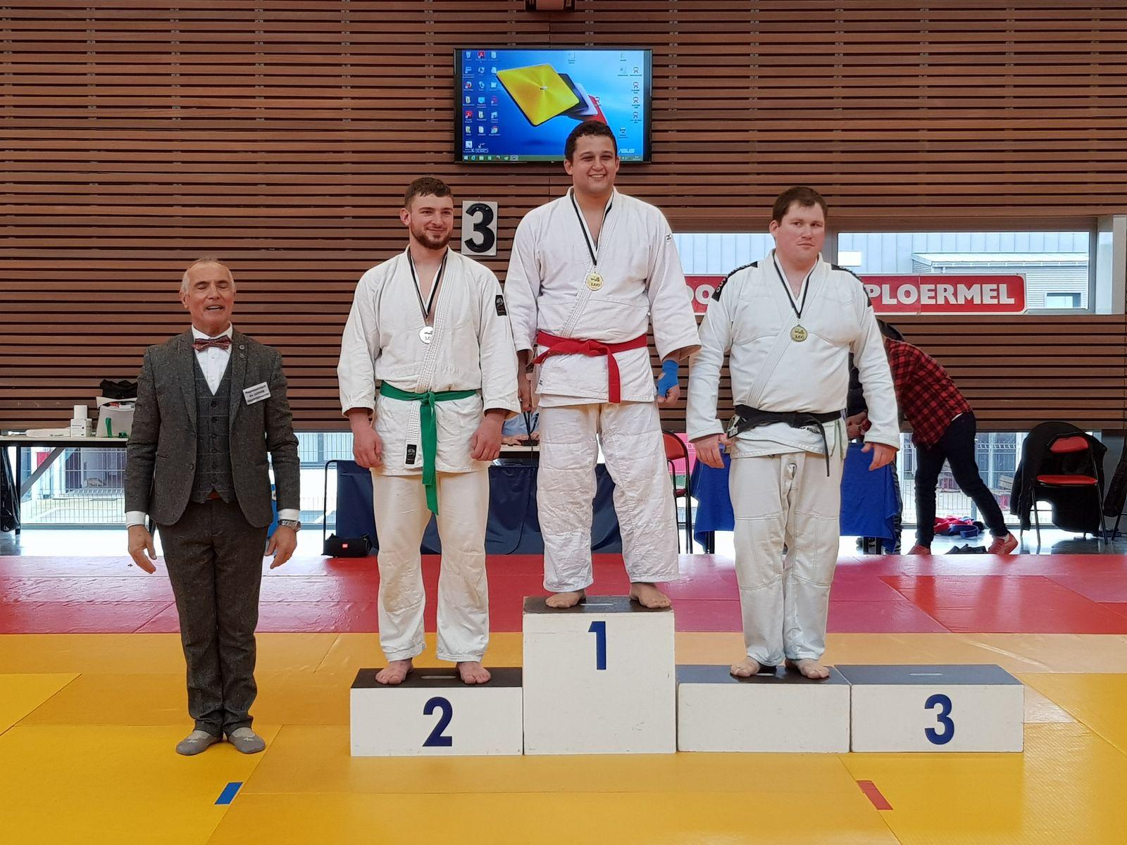 Quatre Kumosiens gagnent les demi-finales de Jujitsu