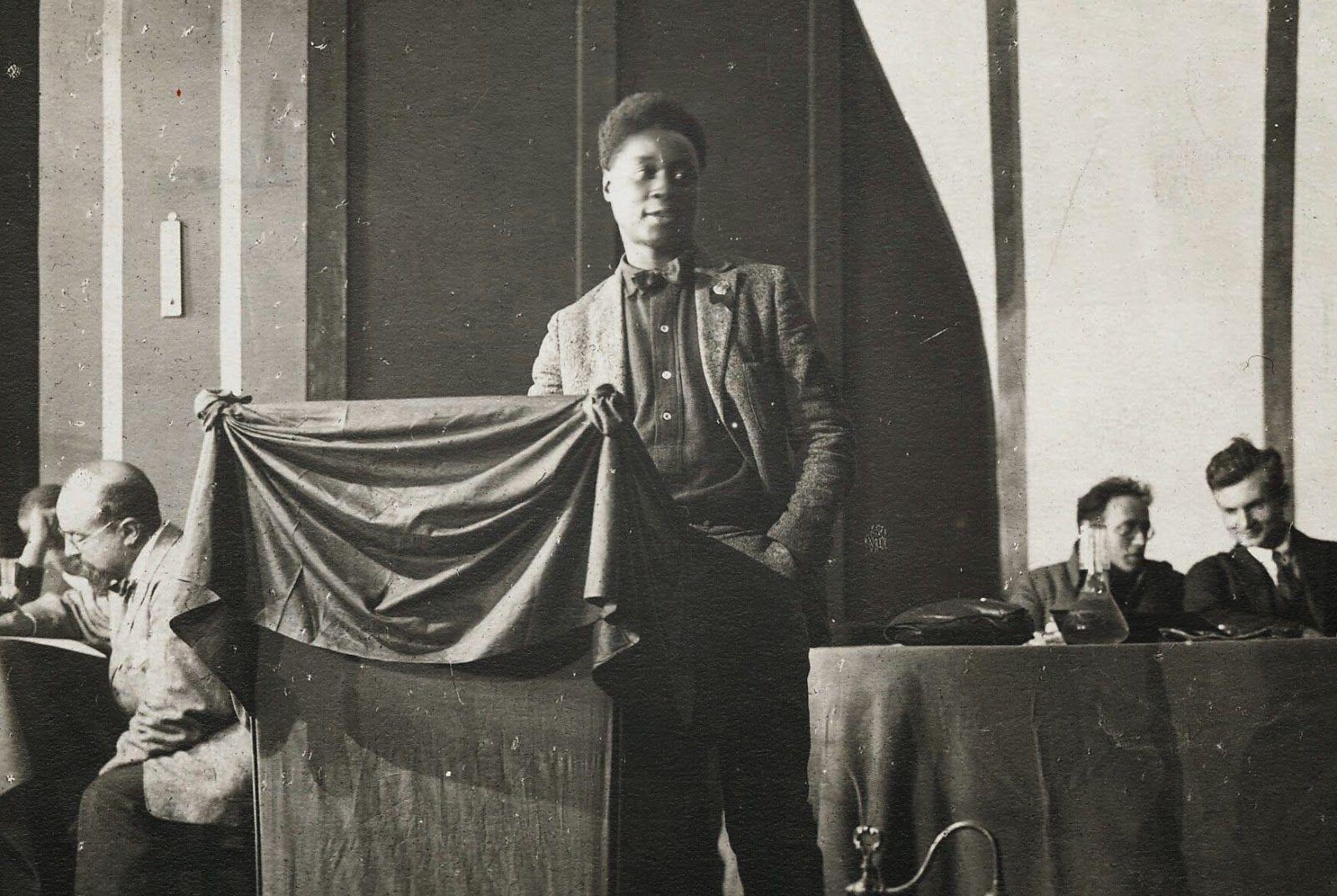 Claude McKay fait un discours au Kremlin, 1922.