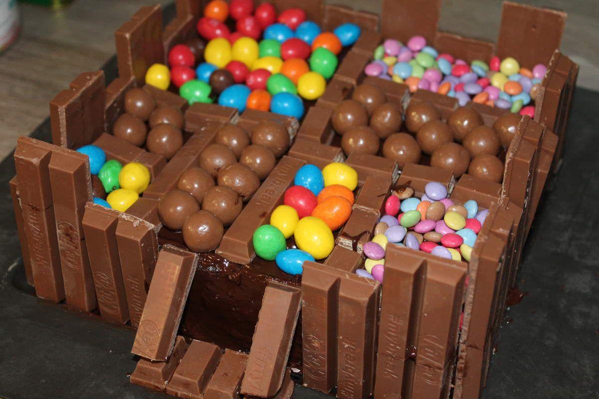 Gâteau au chocolat aux couleurs bonbons