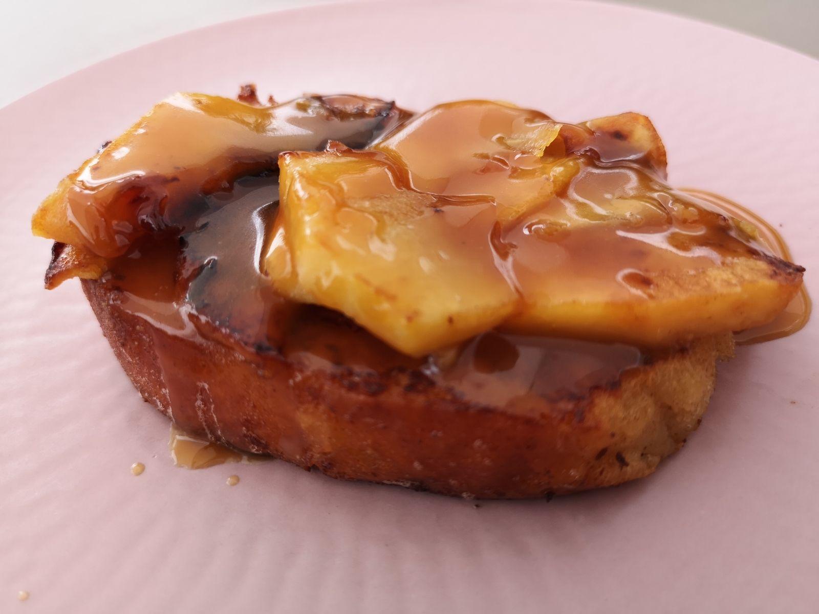 Brioche perdue, pommes caramélisées et caramel beurre salé