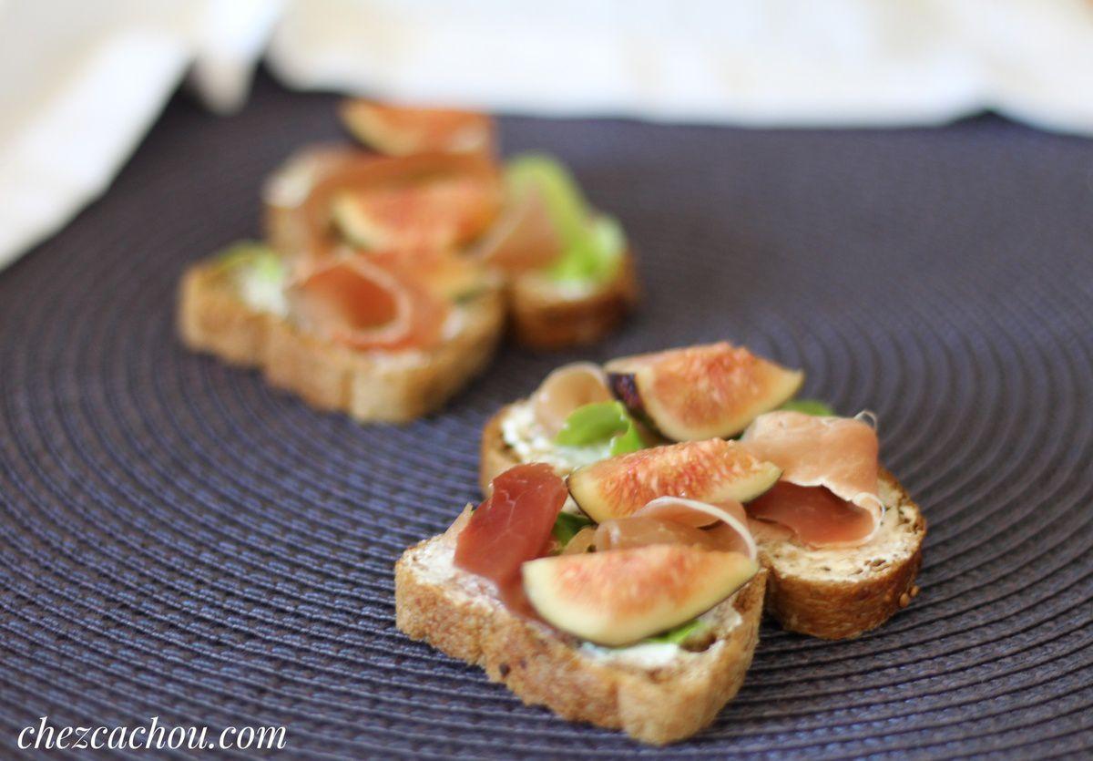 Tartines aux figues, jambon de Bayonne et fromage de chèvre