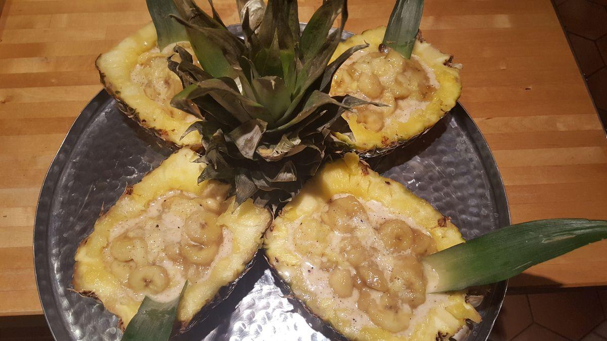 Banane et ananas au lait de coco